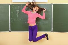 Eine weitere Nachhilfeschülerin macht den Notensprung vor einer Tafel