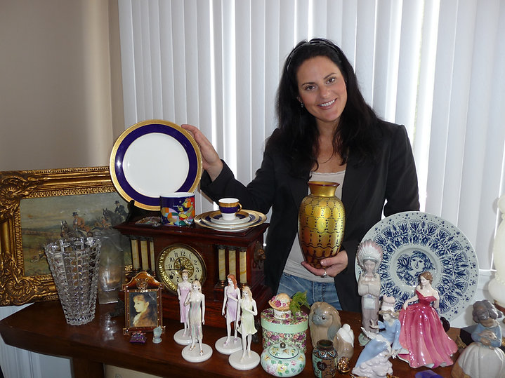 Shelly's High End Collectibles Specializing in Lladro, Fine China, Figurines, Royal Doulton, Art Glass, Swarovski, Jay Strongwater, Antique Clocks, Art Work, Royal Doulton, Daum, Steuben