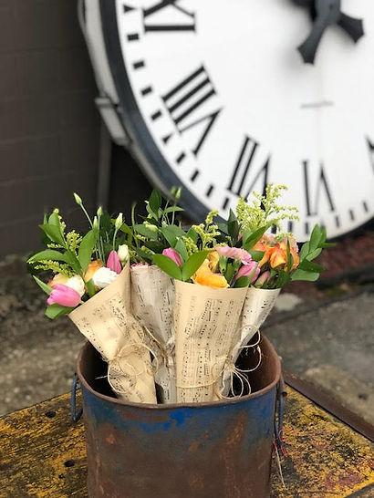 Resultado de imagen para vintage clock bucket of flowers