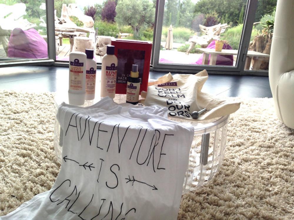 AUSSIE REPAIR MIRACLE, ma gamme réparatrice pour cheveux abîmés ! L'UNE D'ENTRE VOUS AURA LA CHANCE DE REMPORTER LA MÊME GAMME (qui comporte): ·         Un chouette tote bag « Don't keep calm and do your worst »  ·         Le shampoing, l'après-shampoing et le soin 3 Minute Miracle Reconstructor  ·         Une boite à incendie avec l'huile à l'intérieur, et le marteau pour casser la vitre (voir photo en pièce jointe)  ·         Un tee-shirt de chez Rad « Crapule » ou « Adventure is calling » pour coller à la philosophie d'Aussie !