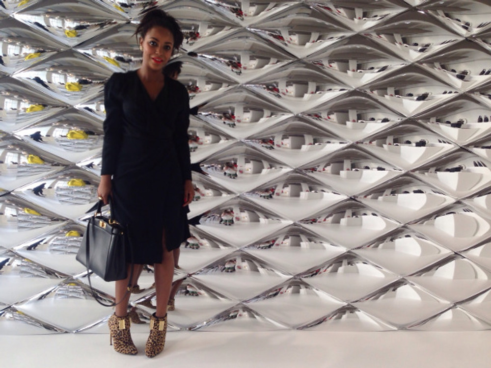 A la Christmas Press Day Louis Vuitton / 2015. Robe : LK BENNETT Stilettos : WALTER STEIGER Sac : FENDI