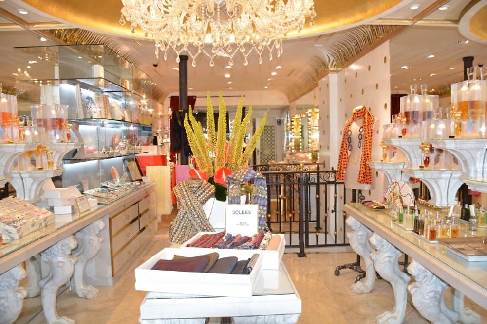 Charmante boutique Caron.