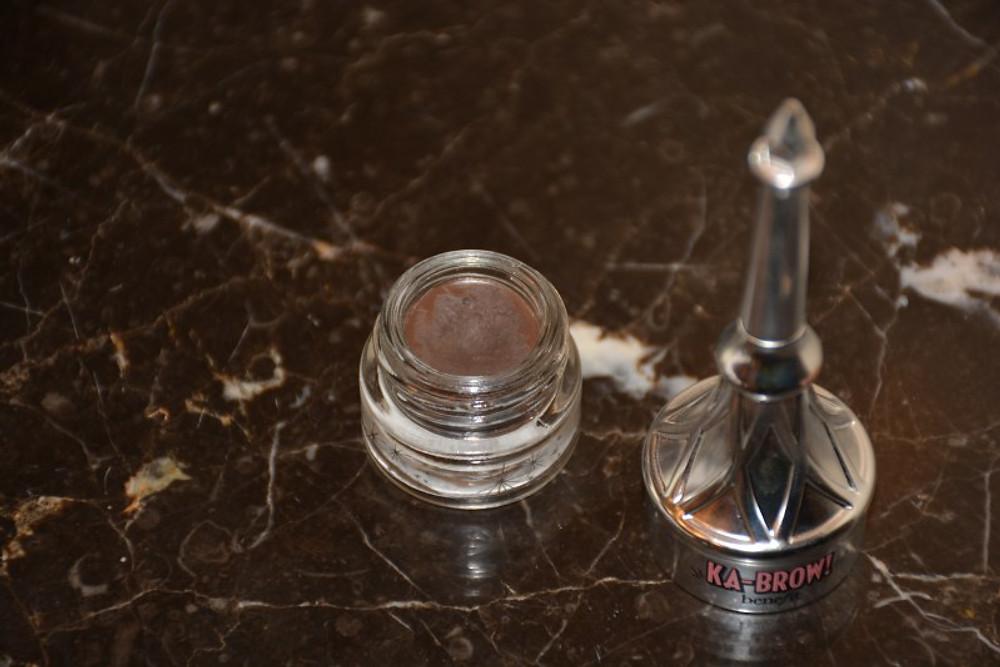 Ce gel crème colore les sourcils et intensifie le regard en toute simplicité grâce à sa brosse fine et précise.