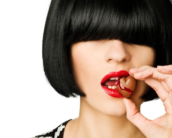 woman-eating-chocolate-heart(1)