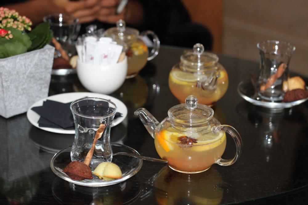 """Cocktail chaud """"Bien-être"""" Gingembre, cannelle, citron, poivre noir, miel."""