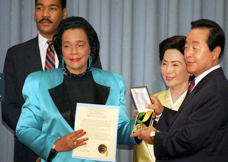 South Korean President Kim Young-Sam (R), accompanied by his wife Son Miang-Sun (2nd R), receives the Martin Luther King, Jr. Nonviolent Peace Prize from Coretta Scott King (2nd L), during a ceremony held in Seoul on January 26, 1995.