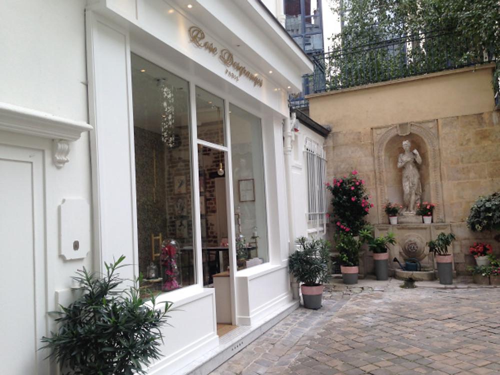 ROSE DESGRANGES au 70, rue du Faubourg St Honoré.