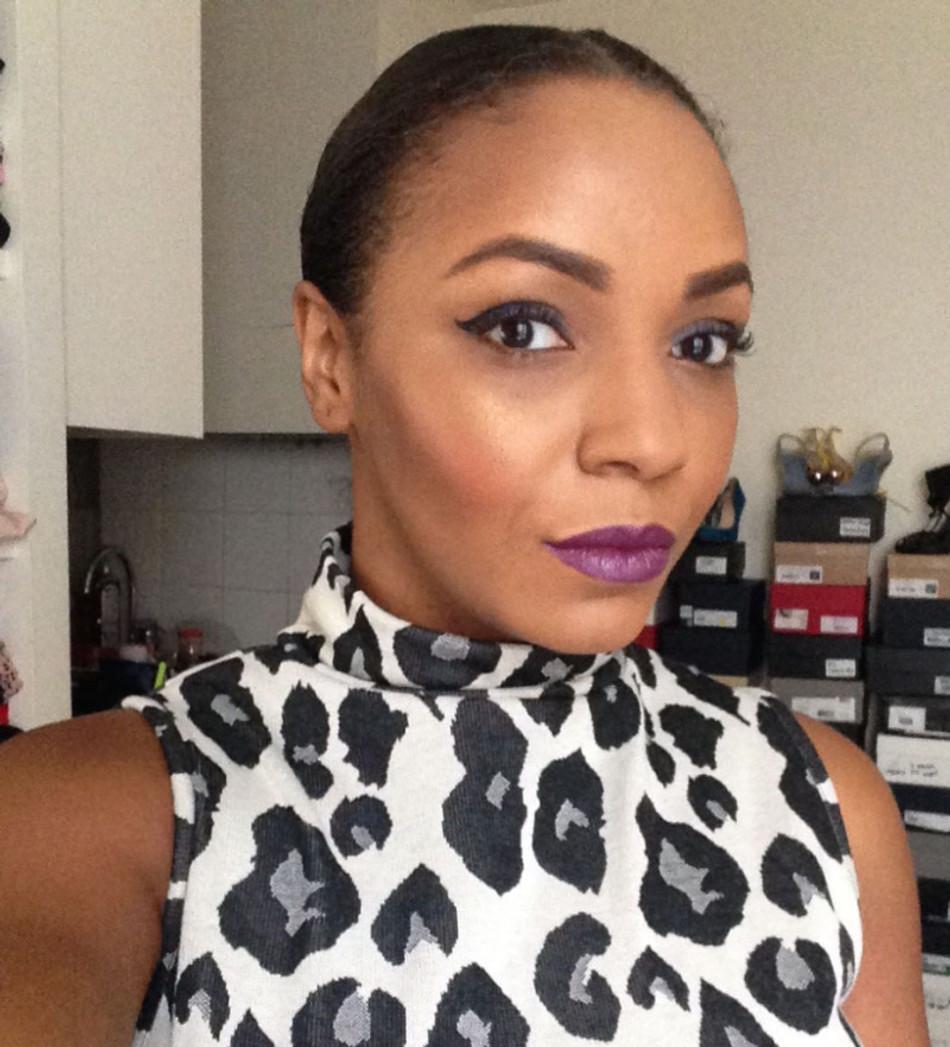 Maquillage réalisé avec les produits BLACK UP. Lèvres, sourcils, liner, contouring stick...