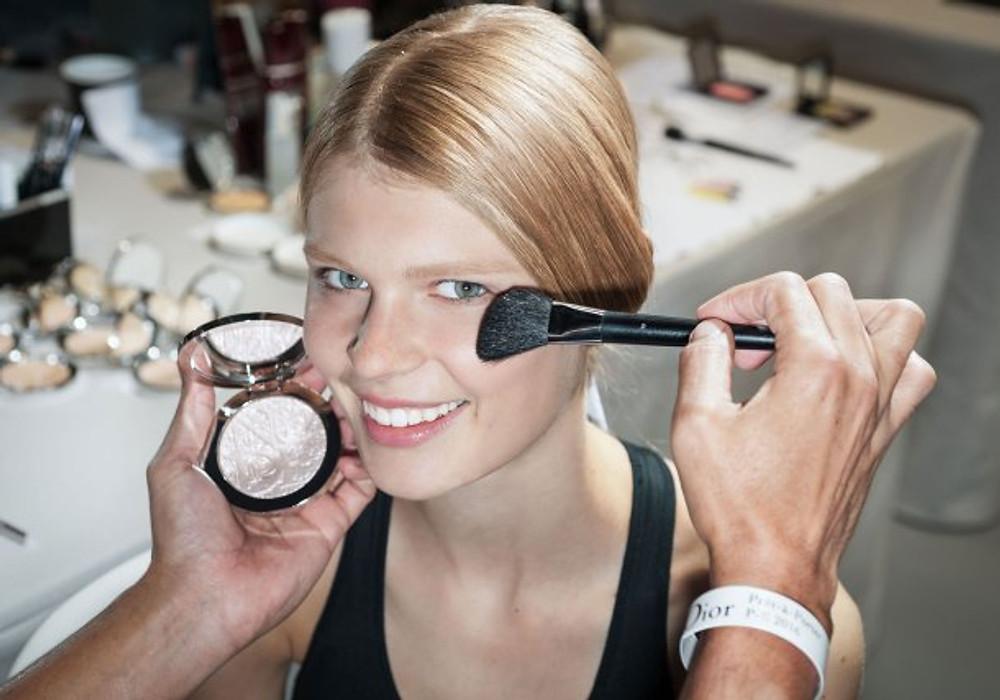 beauty-look imaginé par Peter Philips, le Directeur de la Création et de l'Image du maquillage Dior, pour la collection de prêt-à-porter printemps-été 2016.