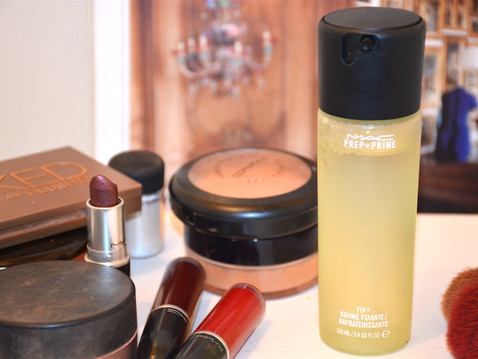 J'ai testé la Brume Fixante Rafraîchissante de Mac Cosmetics.