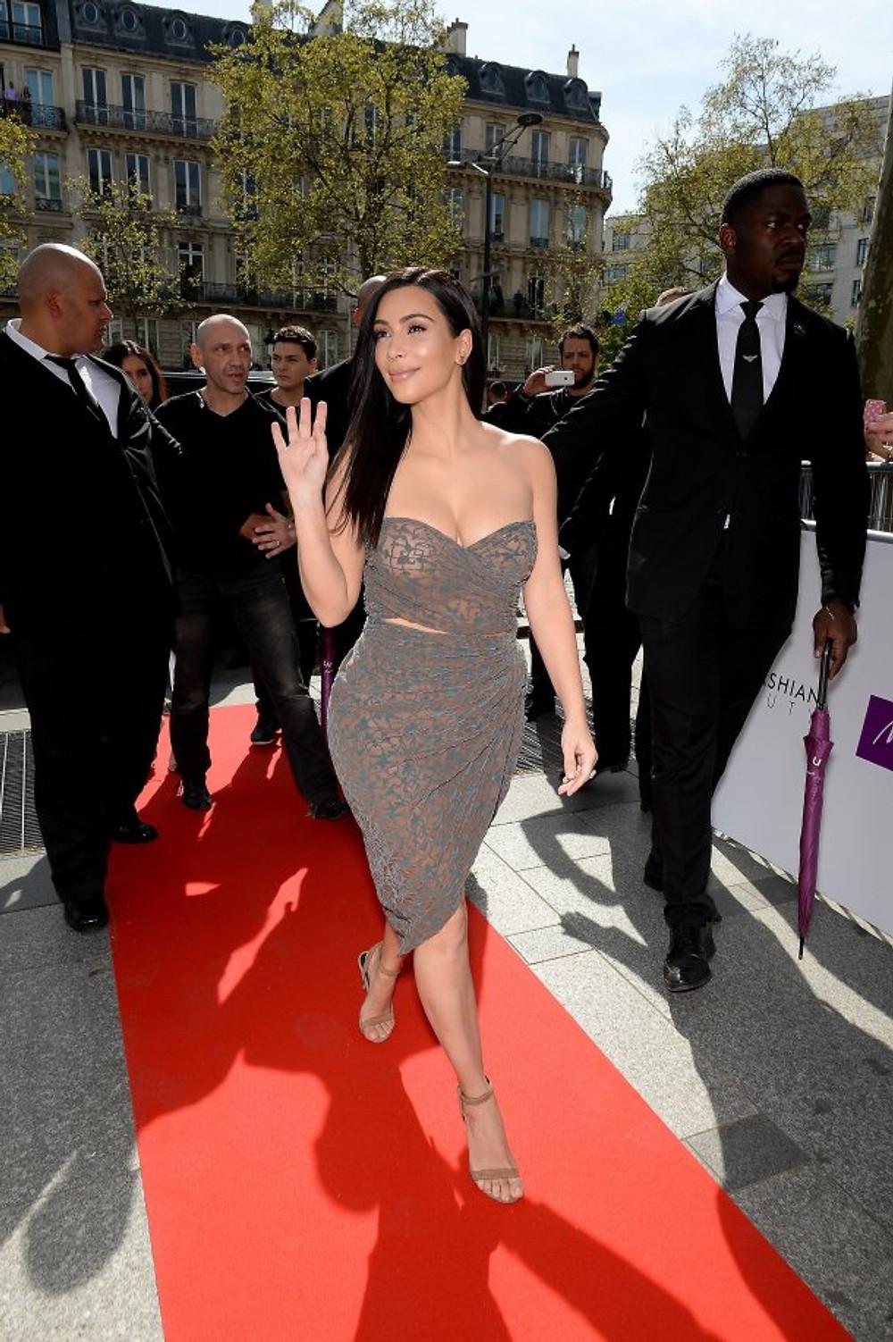 Kim-Kardashian-Dress-Marionnaud-Champs-Elysees-Paris