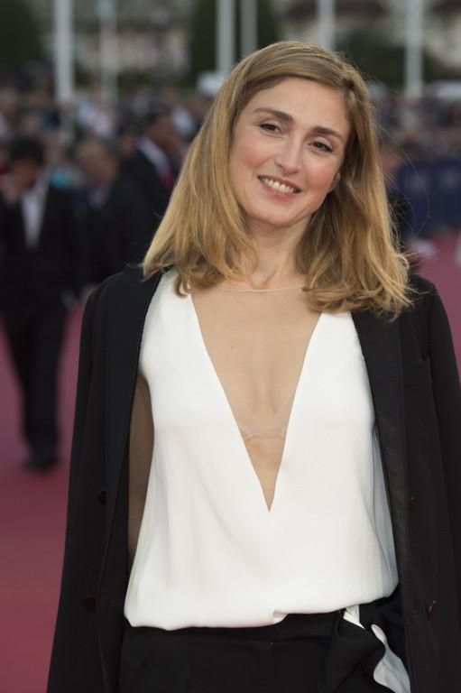 Julie-Gayet-assiste-a-une-avant-premiere-pendant-le-40eme-festival-du-film-americain-a-Deauville-le-12-septembre-2014_exact1024x768_p