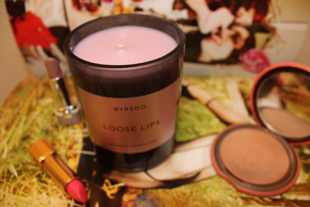 LOOSE LIPS de BYREDO, 55€ Bougie parfumée Loose Lips, 240g