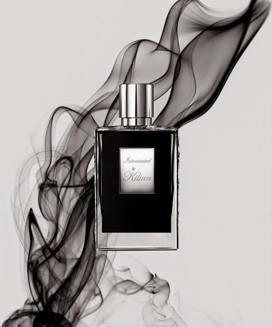 INTOXICATED by Kilian : Stimulant, aphrodisiac, sensuel et vigoureux, ce parfum sublime émoustille la langue, le nez et l'âme. .On devient addict, comme pris d'un désir ardent...