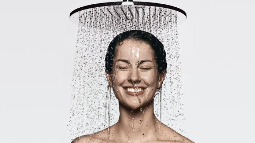 hg_alvensleben-woman-overhead-shower-royal2_730x411