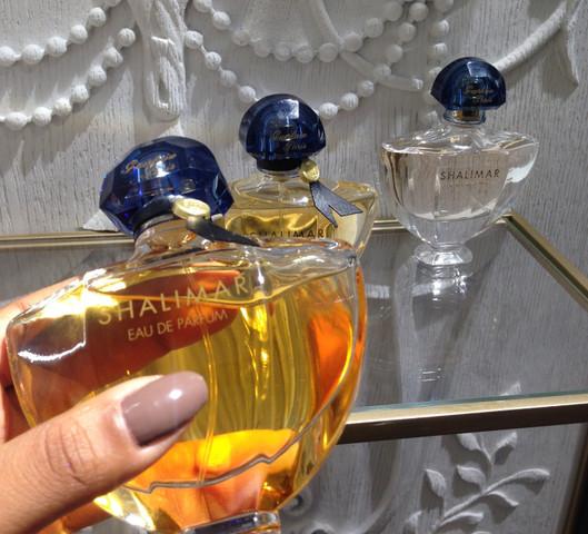 Shalimar est le tout premier parfum que je me suis achetée. Avant cela, ma mère me prenait toujours Lolita Lempicka (adolescente).