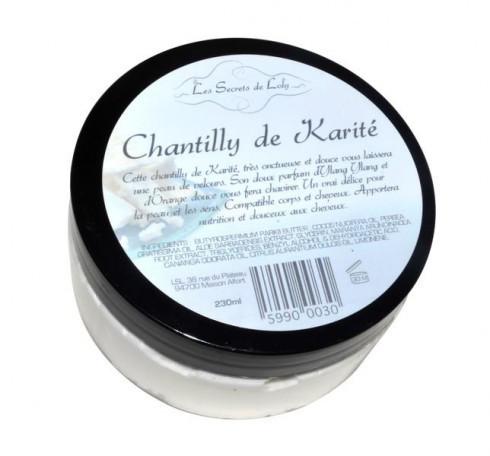 Les Secrets de Loly, Chantilly de Karité : Une texture légère de Chantilly qui fond instantanément, sans effet gras. Gaine et protège la fibre capillaire, scelle l'hydratation dans le cheveu et facilite le coiffage.