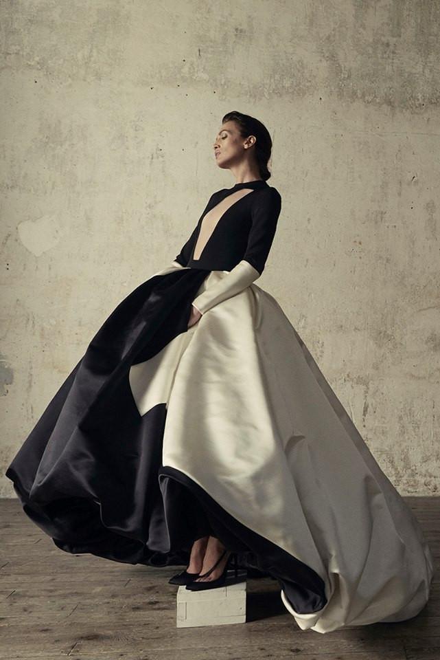 STEPHANE ROLLAND est sans contestation l'un de mes créateurs préférés... Il y a quelque chose dans son art qui me parle tant, cela ne s'explique pas, cela se ressent ... Cette Collection Couture Automne 2016, présentée lors de la Semaine De La Mode est comme chaque année, l'une des plus majestueuses.