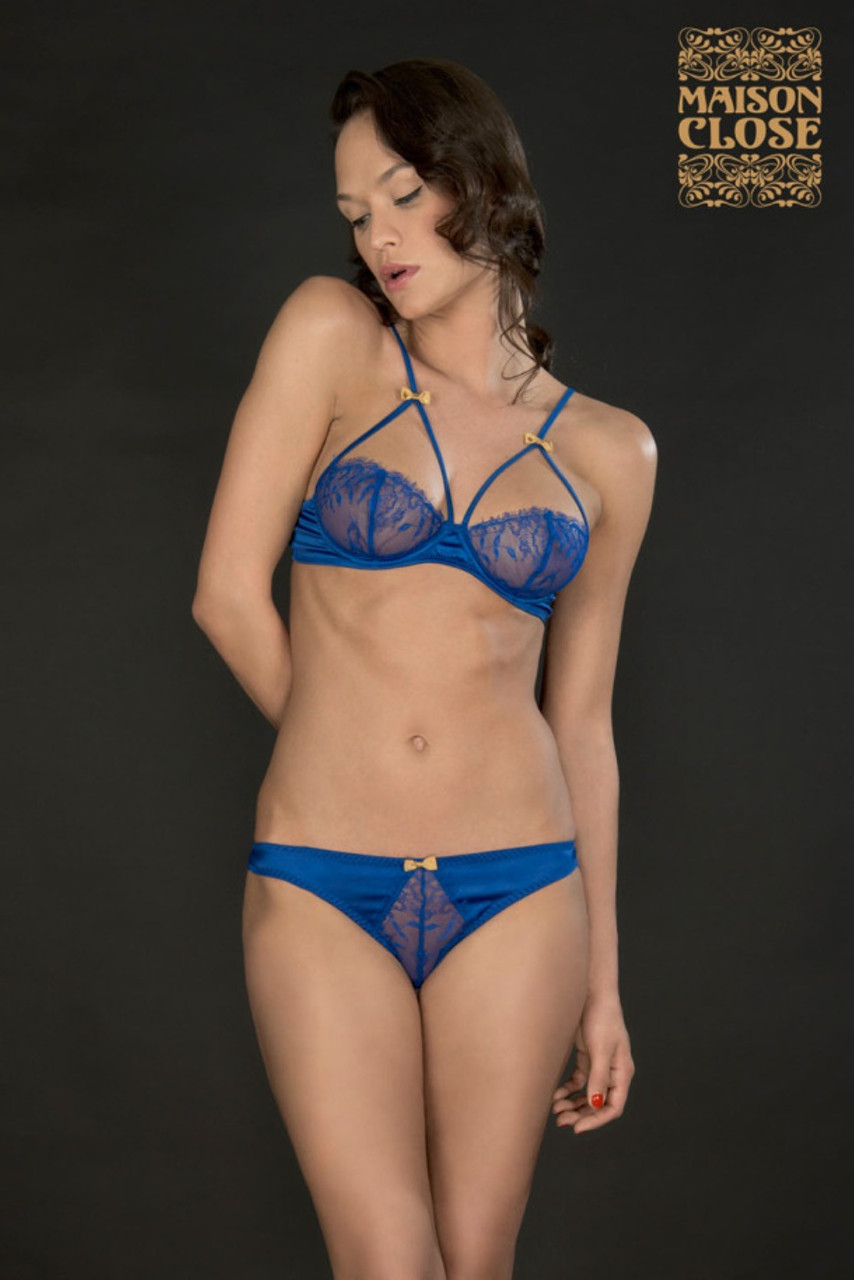MAISON CLOSE : COLLECTION VILLA SATINE. - Soutien-Gorge Seins Nus - Villa Satine Bleu 96,90€ -Mini String - Villa Satine Bleu 39,90€