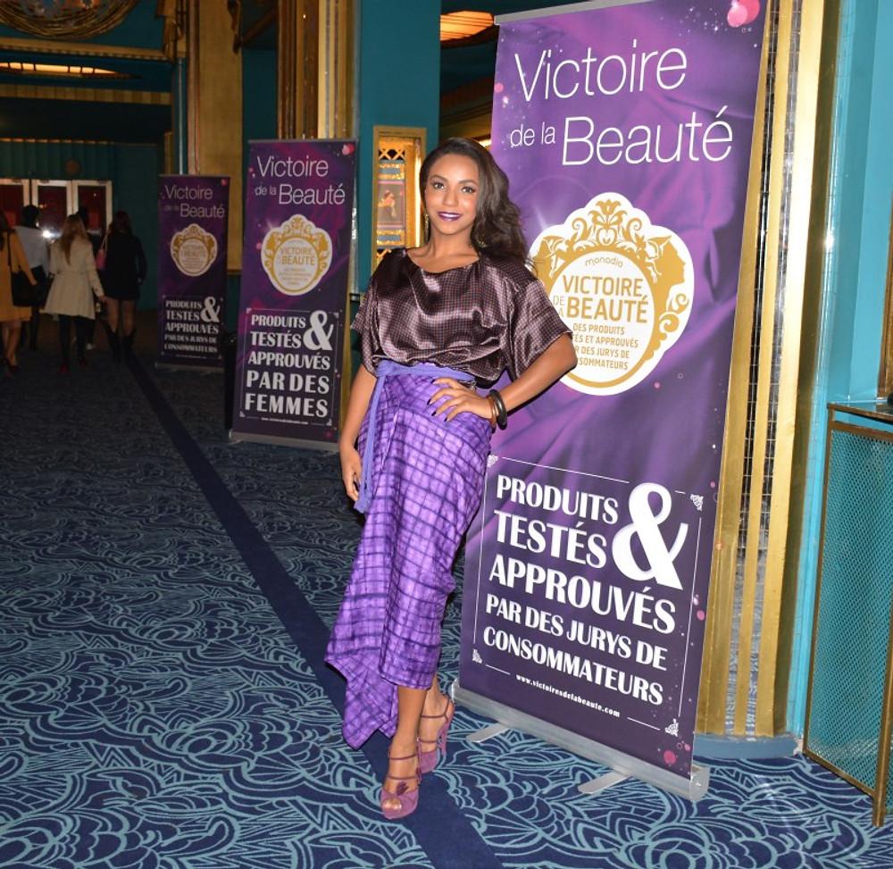 MON OUTFIT : Jupe pagne en coton imprimé signée Imane Ayissi Le top en soie imprimé signé Imane Ayissi Pochette & Sandales : Yves Saint Laurent