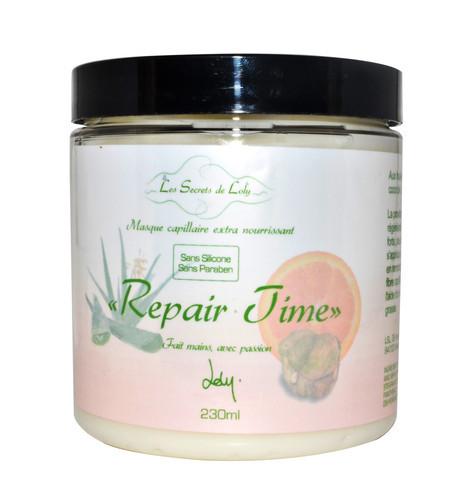 SOIN EXTRA NOURRISSANT REPAIR TIME Réparer & nourrir en profondeur  Masque crème extra nourrissant REPAIR TIME aromatisé aux huiles essentielles de bois de Rose et Pamplemousse. Soin réparateur, il restructure et protège la fibre capillaire sans l'étouffer. Compatible No Poo. Destiné particulièrement aux cheveux secs, cassants, déshydratés, ternes ou présentant des signes de fatigue. Soin extra nourrissant repair time Les Secrets de Loly - 8Oz - 230ml - 17,00 €