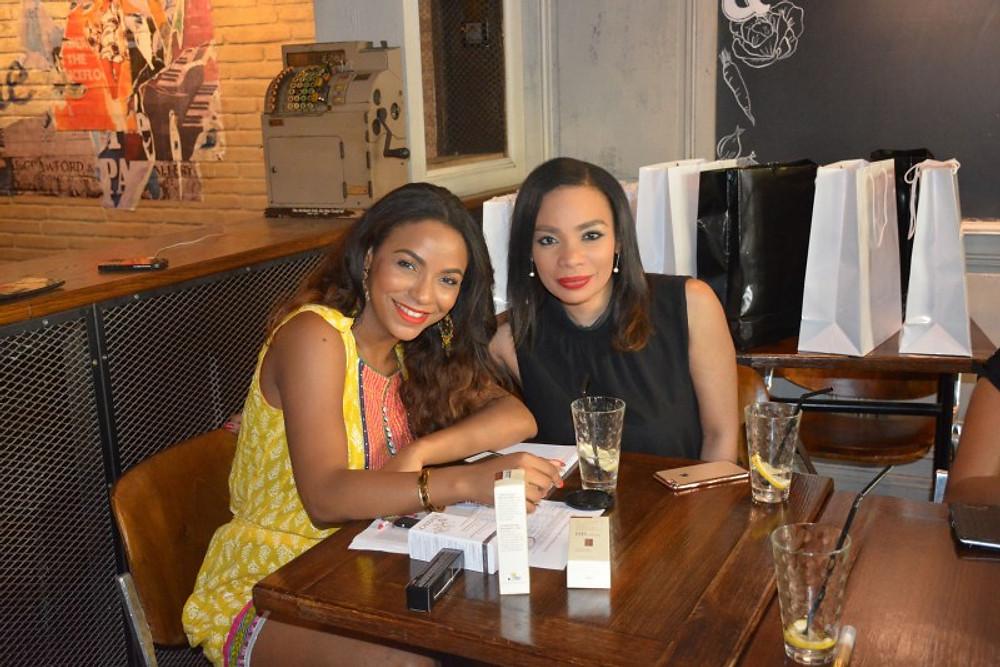 Avec Yasmine (l'une des toutes premières lectrices à me suivre depuis la créaton de mon blog). Merci encore.