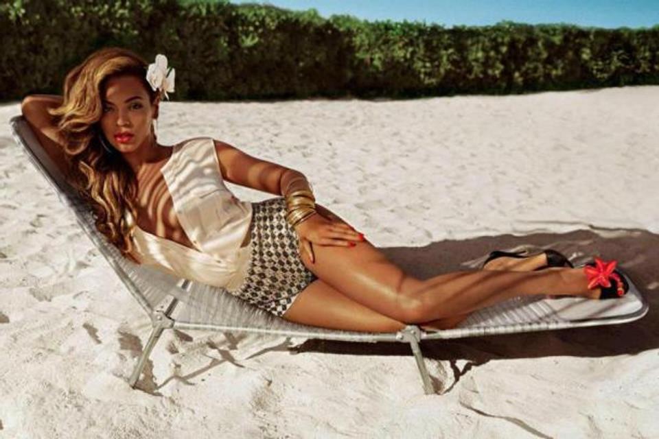 """Le temps d'une collection, la chanteuse est devenue styliste - un peu à la manière de Rihanna. """"Beyoncé a contribué au design des vêtements et ils sont pleins de son style personnel"""", précise Ann-Sofie Johansson, responsable du stylisme chez H&M."""