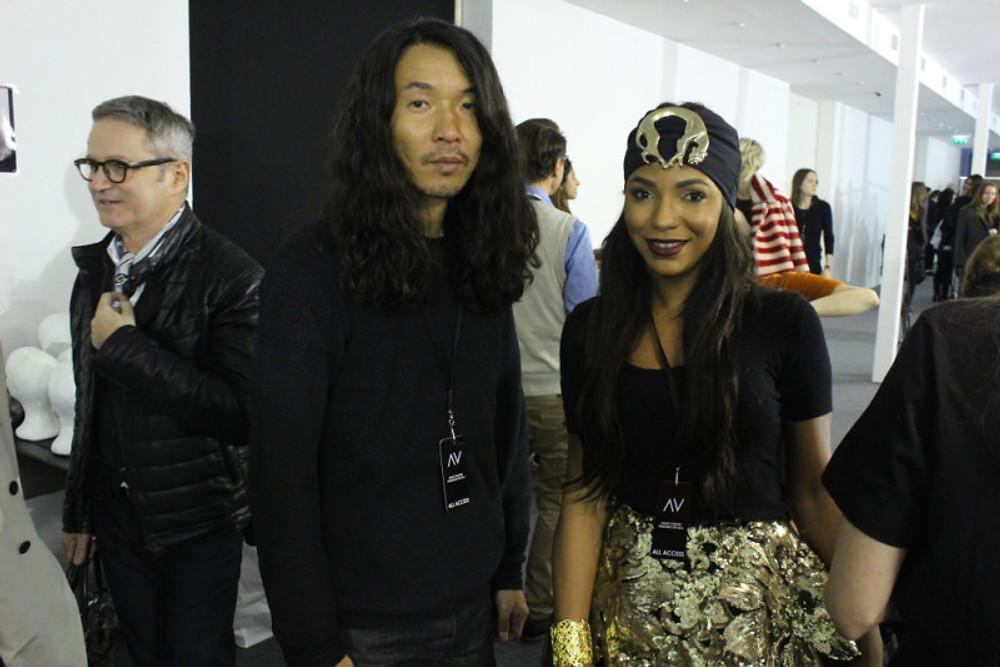 Backstage du défilé ALEXANDRE VAUTHIER avec Akki Shirakawa, le hair stylist officiel de REVLON PROFESSIONAL