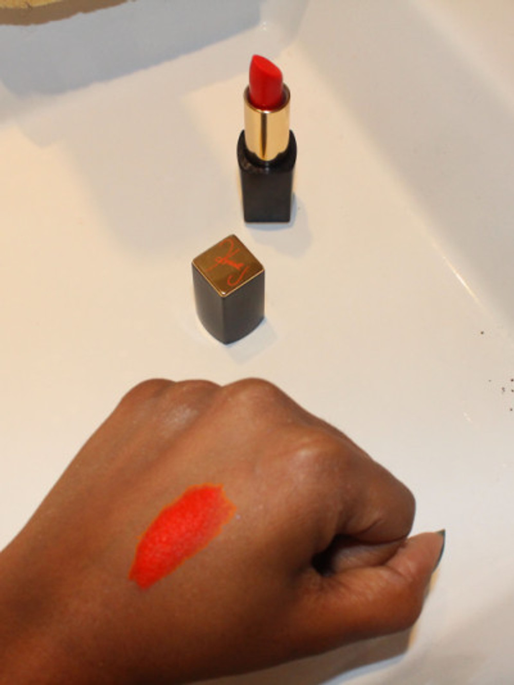 ROUGE A LEVRES RESTLESS by KENDALL JENNER & ESTEE LAUDER