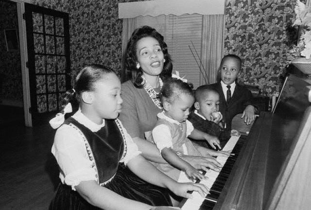 Corette & leurs 4 enfants.