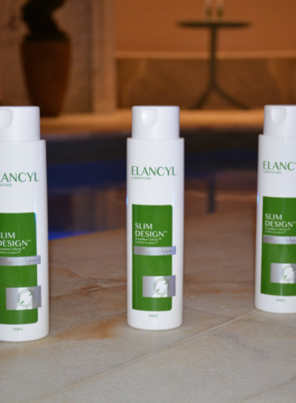 SLIM DESIGN 28€ les 200ml Texture astucieuse : pigments réflecteurs pour un lissage optique immédiat de la peau dès 1ère application. 28 jours d'application