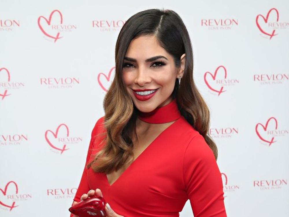 Alejandra Espinoza, star montante en Amérique Latine, devient ambassadrice mondiale Revlon