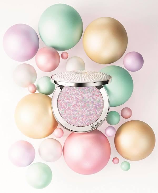 Météorites Voyage, Perles de Poudre d'Exception Compactée, 11 g – Rechargeable Prix de vente Boutiques Guerlain : 138 € – Recharge 49 €