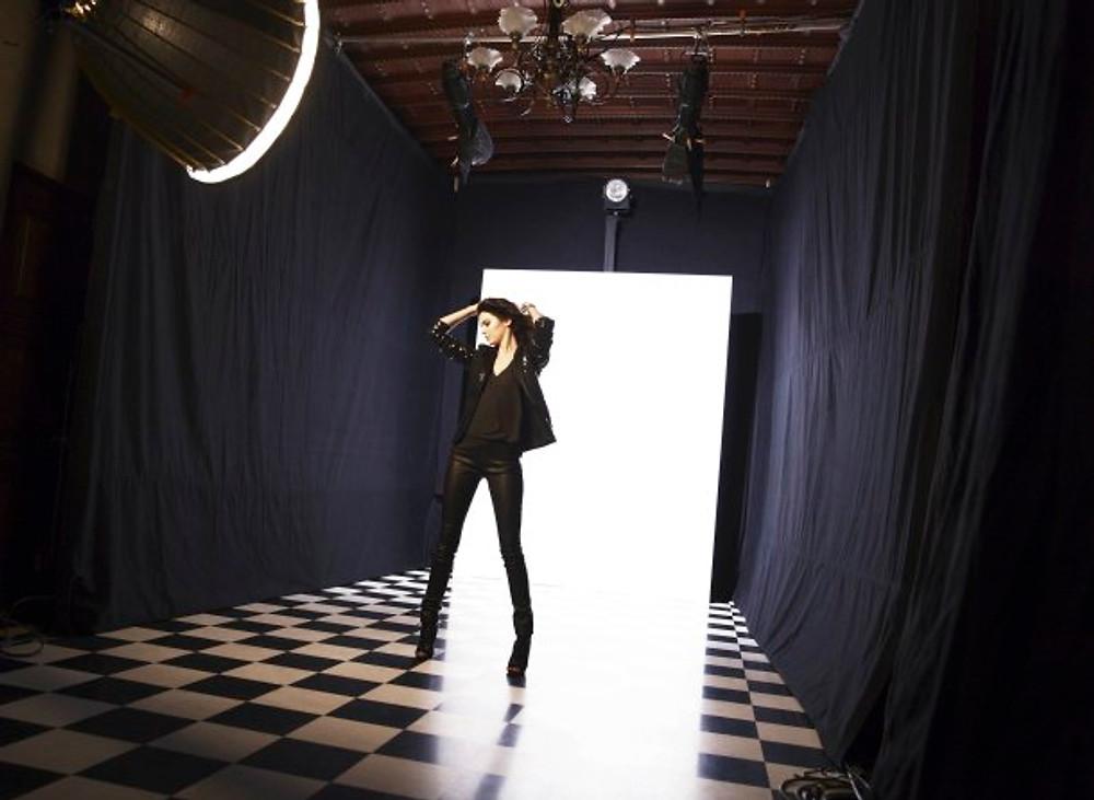 Visuels Backstages du tournage avec Kendall Jenner.