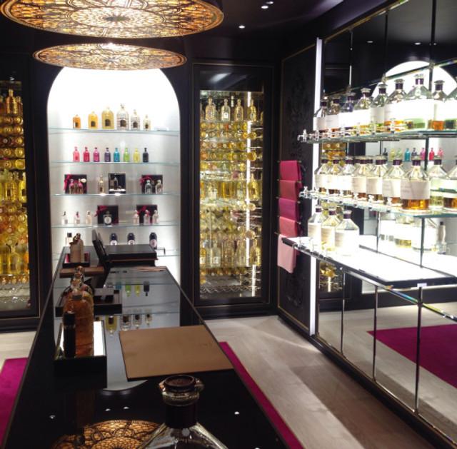 La nouvelle boutique Guerlain Parfumeur 392, rue Saint-Honoré - 75001 PARIS Téléphone : 01 42 60 68 61 Ouverture le 20 janvier 2016.