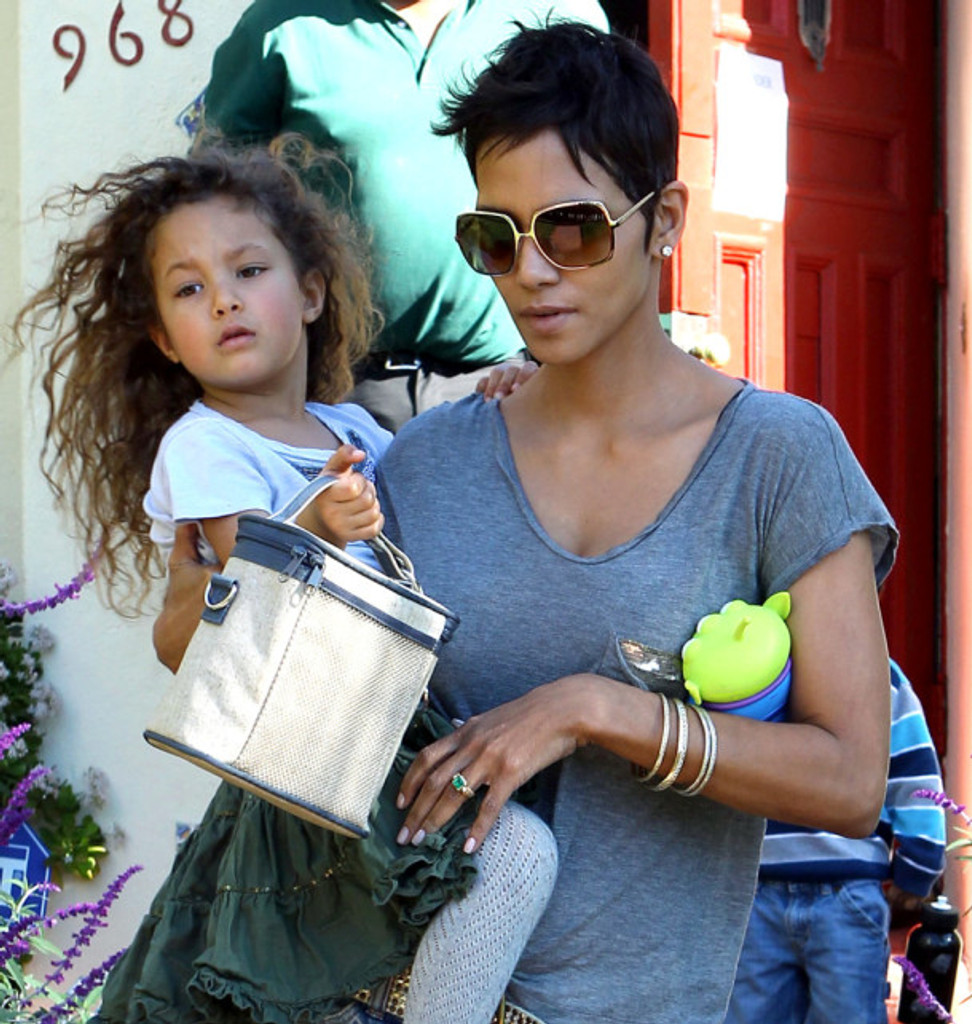 Halle-Berry-and-daughter-Nahla