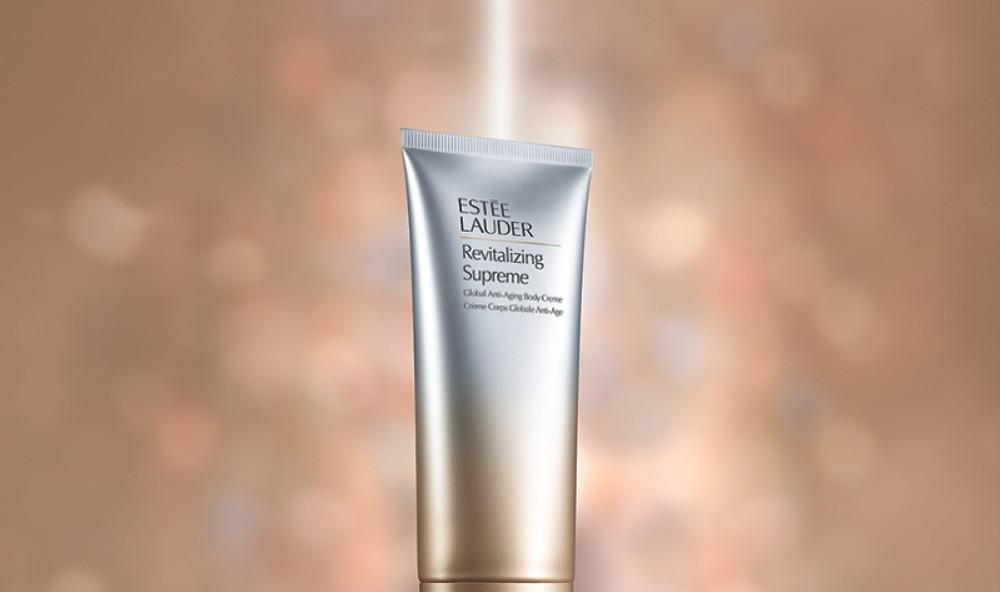 Elle ressource la peau du corps et lui donne une apparence plus ferme en augmentant la production naturelle d'élastine et de collagène.