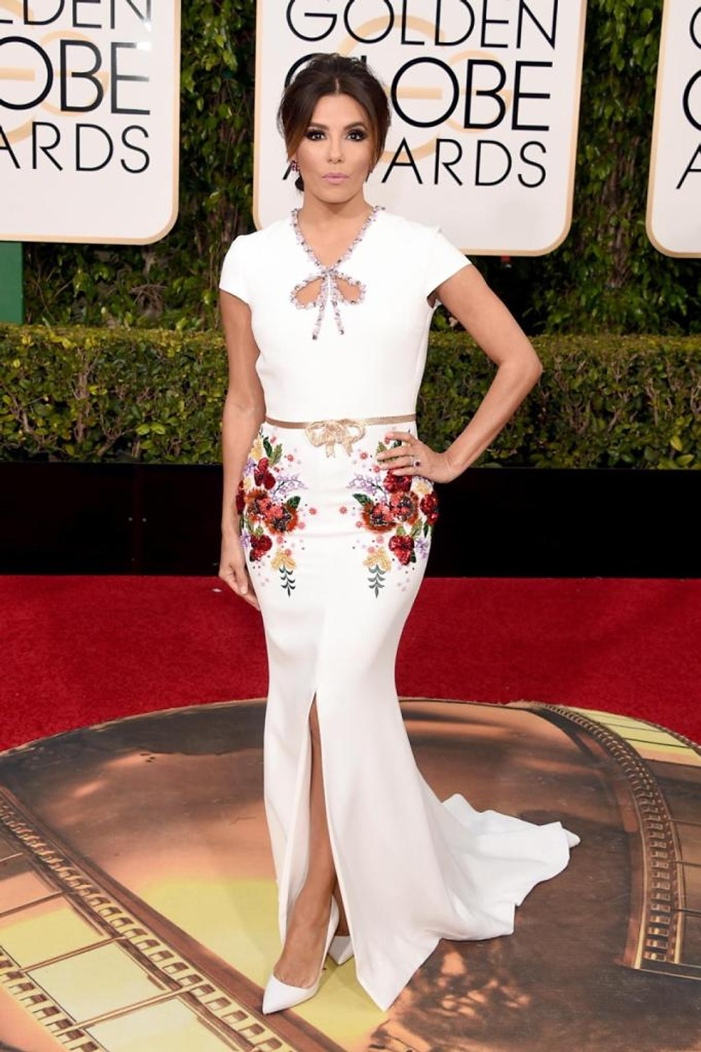 """Telenovela"" star Eva Longoria, who is set to present at the 2016 Golden Globes, looked absolutely stunning white floral embellished gown at the 73rd annual event on Jan. 10, 2016."