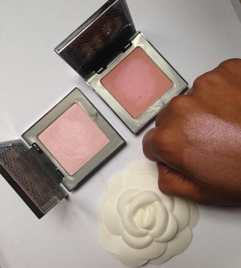 Highlighter Afterglow Tenue 8H Enlumineur by URBAN DECAY AURA (plus clair); FIREBALL (plus sombre).