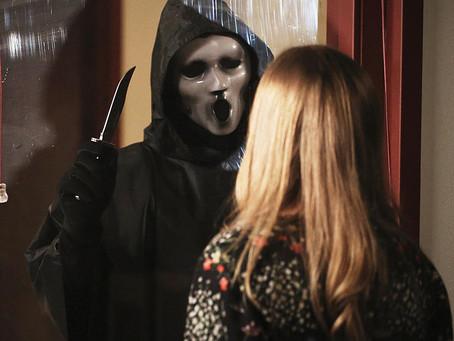Scream: revisitando a primeira temporada da caótica adaptação televisiva de Pânico