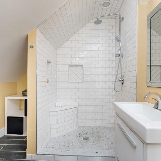 404 upstairs bath.jpg