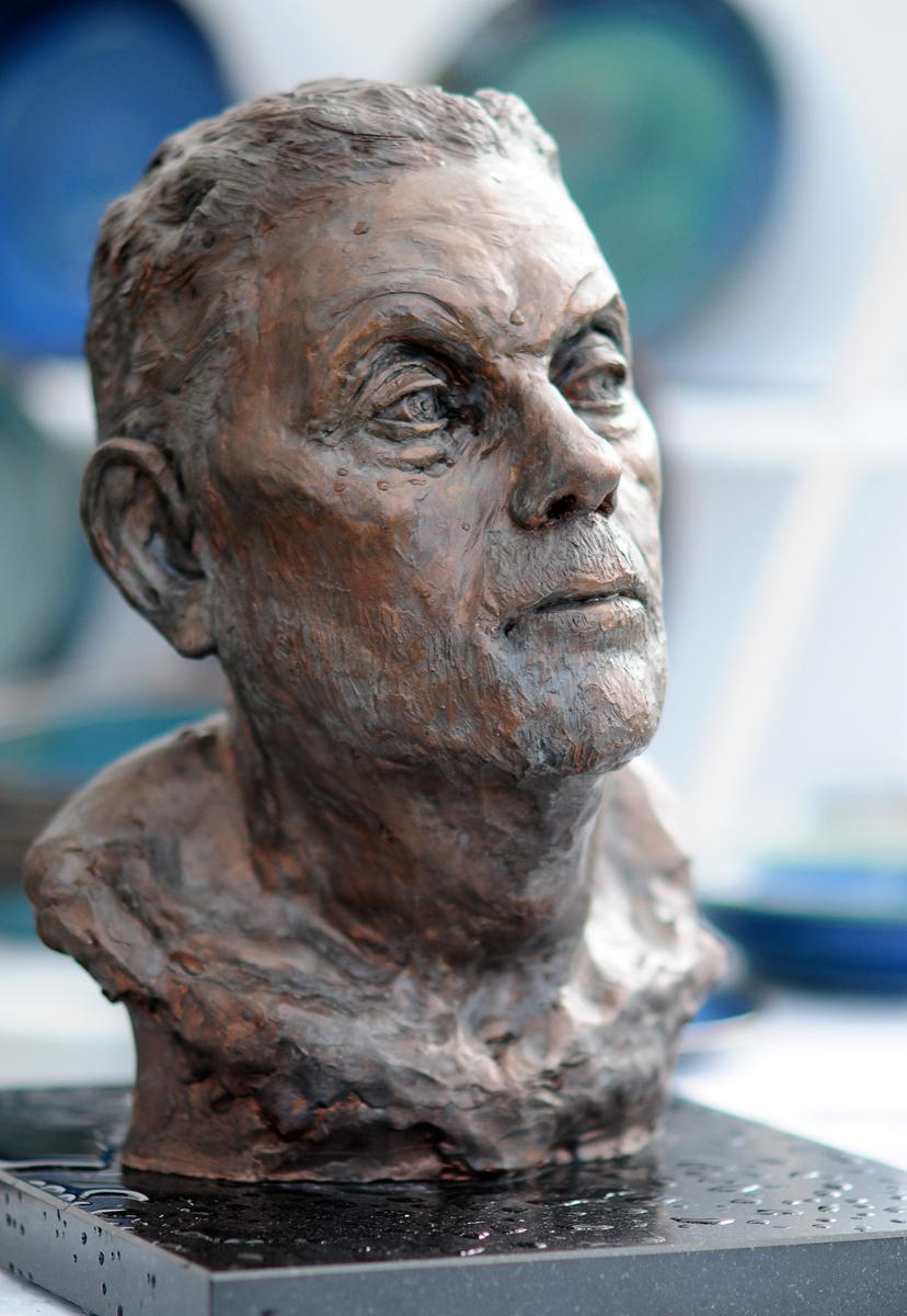 Clive portrait stoneware bronze fin