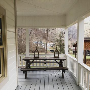 cottage_porch_1335.jpg