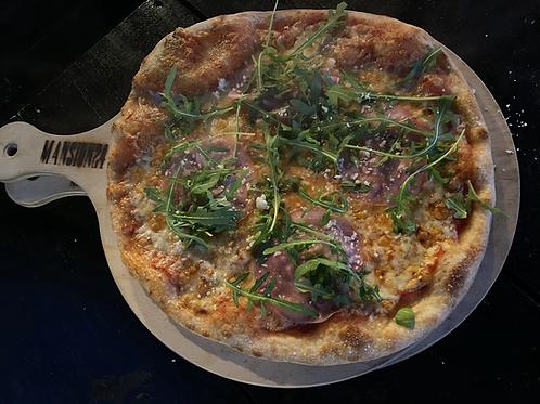Pizza rauwe ham, mozzarella en rucola