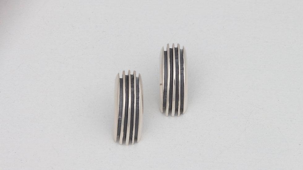 Lively Velo earrings