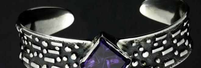 Eccentric Amethyst Bracelet