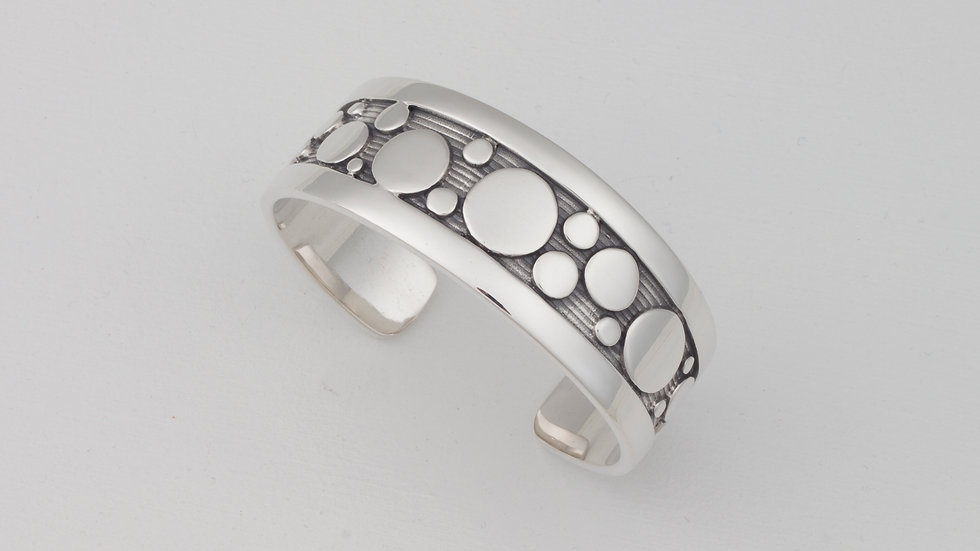 Lively Dots 22 cuff