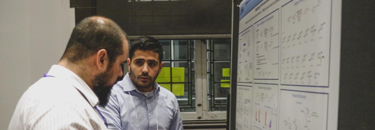 Ahmed devant son poster