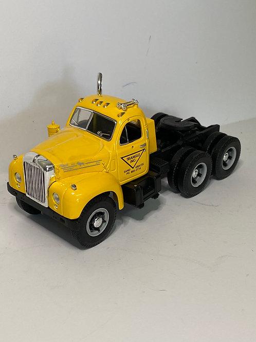 1/34 MACK B CAB