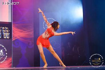 ענבל קליין מרקדת לה.jpg